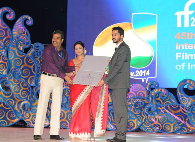 Ek Hazarachi Note (Shrihari Sathe) Recibiendo un premio en IFFI, Goa